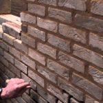 voegen repareren muur
